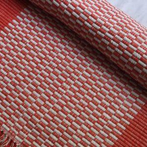vzor nite červené , biela kocka so strapcami – šírka 70cm