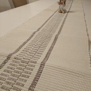 stredová štóla vzor nite s medeným vzorom š.28 cm