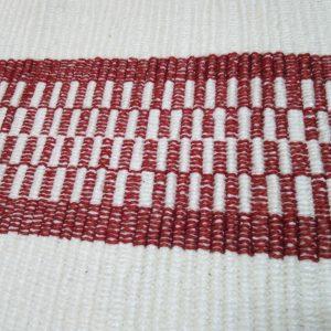 vzor nite krémový s bordovými pruhmi ako na štóle – šírka 50cm