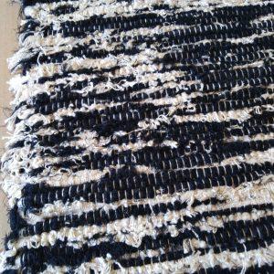 strapatý krémovo-čierny – šírka 70cm