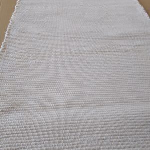 biely látkový koberček – šírka 50cm