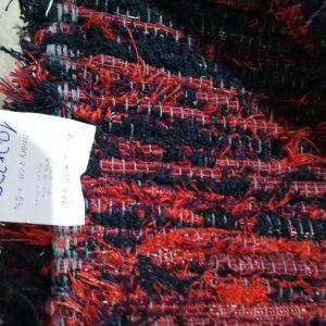 Červeno-čierný strapatý koberec – šírka 100cm