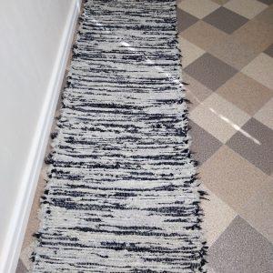 strapatý sivo čierný š.60