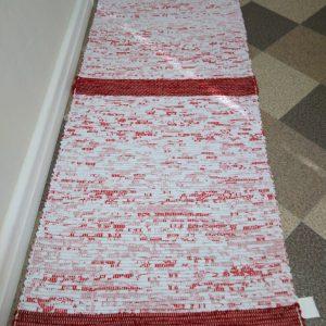 látkový červený koberček š.60