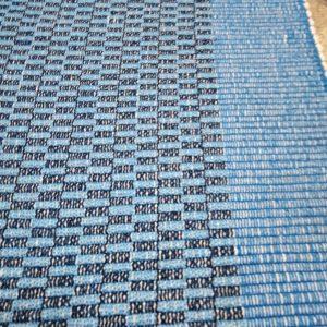 vzor nite modrý s tmavomodrými kockami š.60 cm