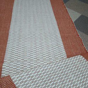 Oranžové nite so sv. hnedým stredom – šírka 70cm