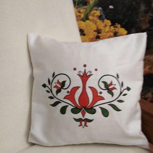 ozdobný ručne maľovaný vankúš Červený kvet