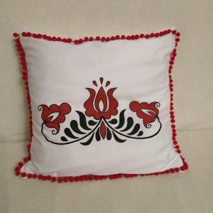 Ozdobný ručne maľovaný vankúš Červené kvety