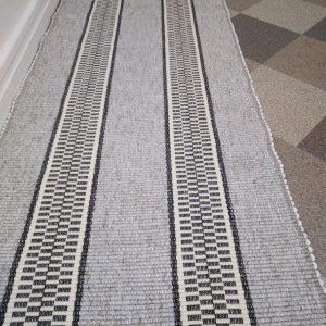 vzor nite  š. 60cm, svetlohnedý s tmavohnedými pruhmi ako na štóle