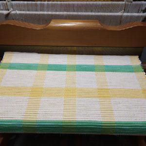 vzor žlté pruhy na obj. š.60 cm, zatkávané bielou látkou + zelené a žlté látkové prúžky