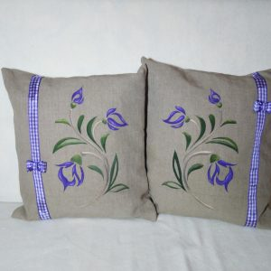 ozdobné vankúše s fialovým kvetom 45 X 45 cm