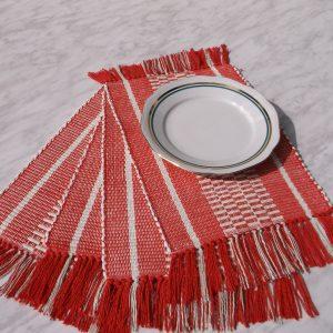 prestieranie pod taniere červené 27 x 36 cm