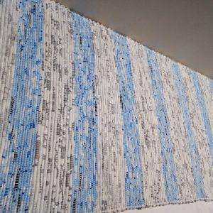 látkový sivo-modrý koberček š. 60 cm