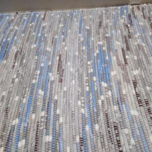 látkový sivo-modrý koberček š.60 cm