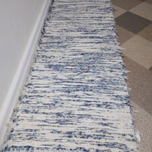 krémový s modro-zelenými zábehmi š. 50 cm